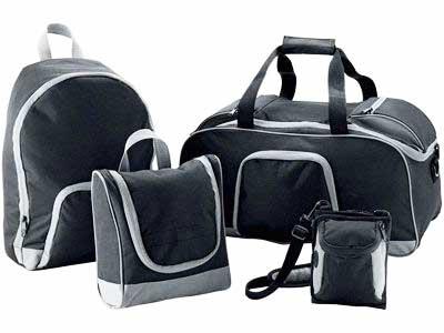 31956ecd4a43 Сейчас наиболее распространенными вариантами считаются дорожные сумки и  чемоданы. Каждый из них имеет свои собственные преимущества и ...